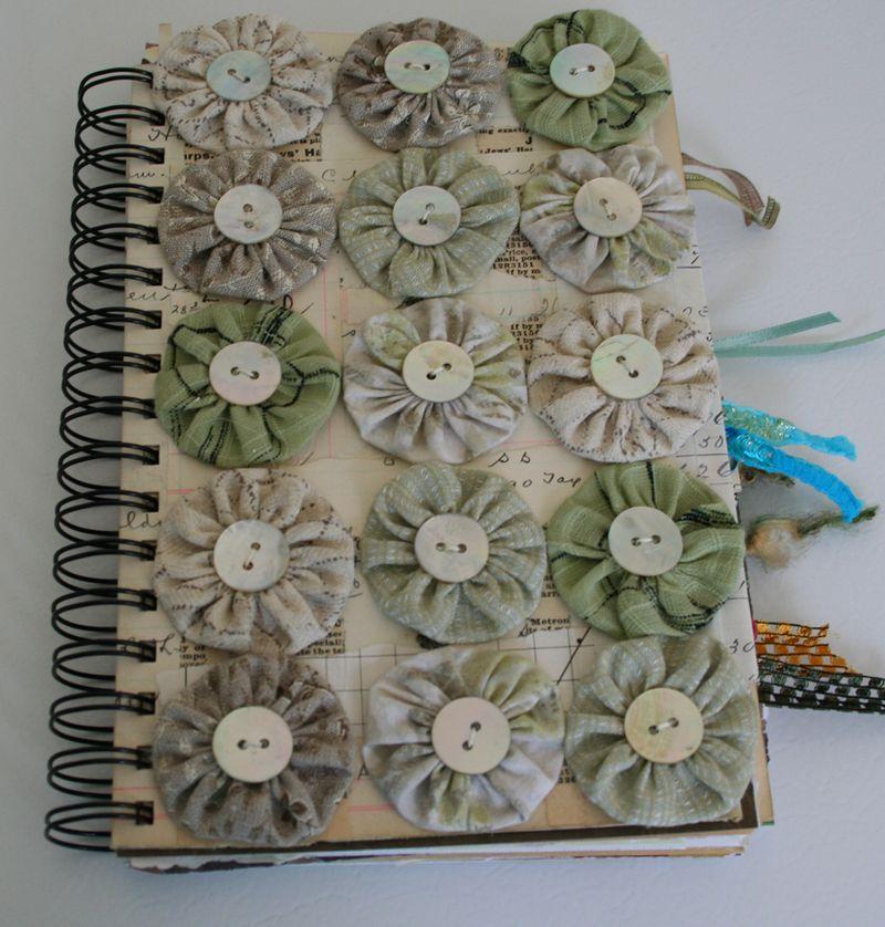 Buttoned yo yo journal 320 001