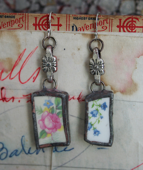 Roses and violets earrings