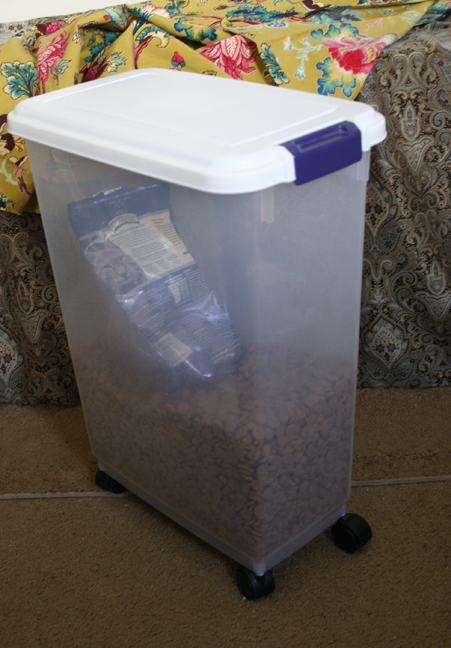 Dog food container c