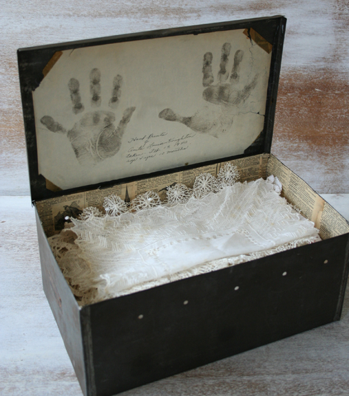 Tin box aa
