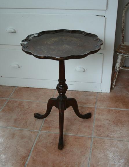 9-2 round pie crust table