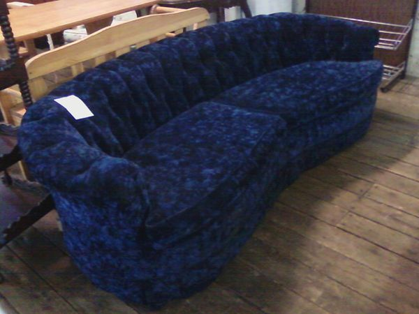 Blue velvet chesterfield (1)
