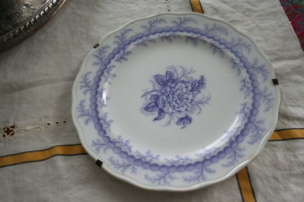 Transferware plate holder a