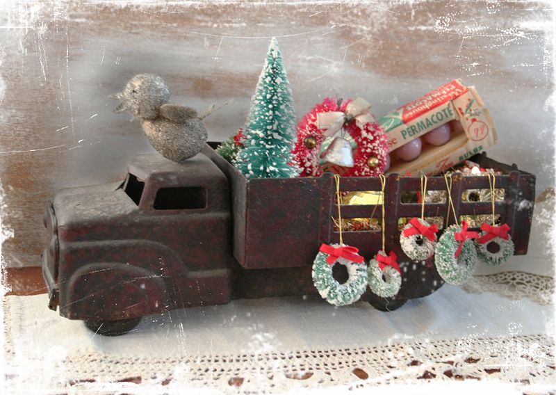 Holiday ornament truck