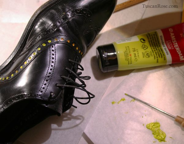 Wing tip shoes with dots b