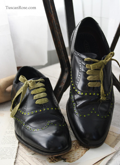 Wing tip shoes with dots