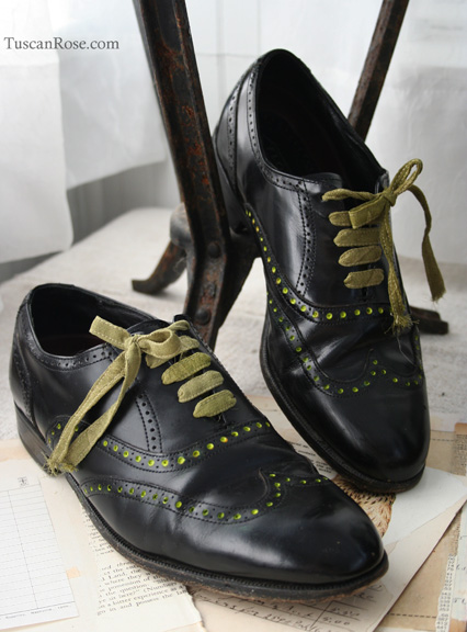 Wing tip shoes with dots a