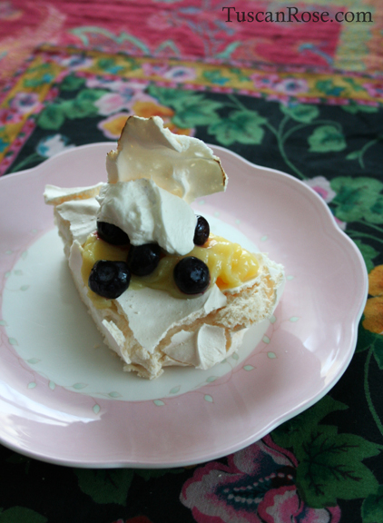 Pavlova lemon curd blueberries