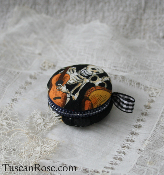 Day of the dead macaron