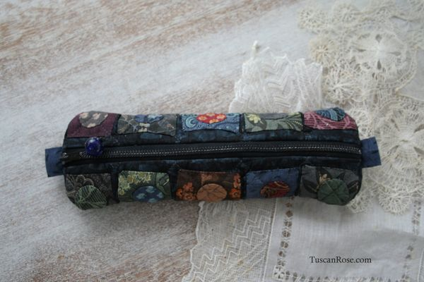 Randon square quilted scissors case with Moda fabric Civil War Jubilee jelly roll (10)