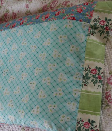 Vintage_fabric_pillowcases_1